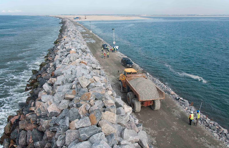The Great Wall of Lagos at 3km length. Source: www.royalhaskoningdhv.com