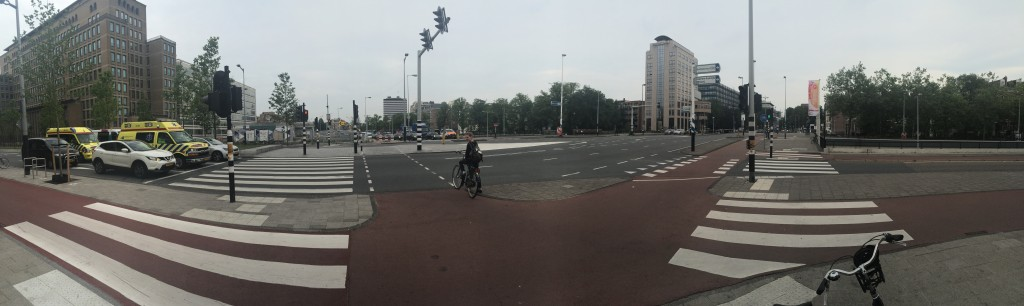 Wide and safe bike junctions with the expectation of priority